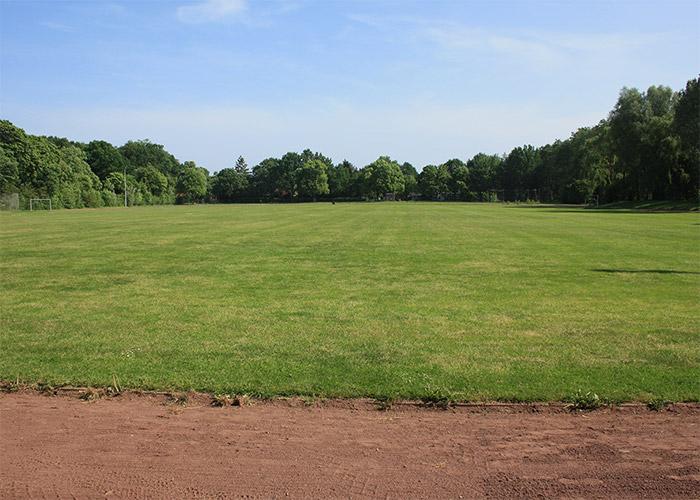 Großer Fußballplatz